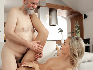 Congenial chick wakes up plus is attainable for sex not far from old husband