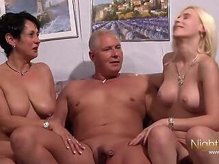 PrivatVideo !!!!  Ehepaar fickt vanish Freundin des Sohnes