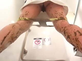 Japanese lady peeing and washing her pussy in a train restro