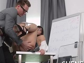 Smashing a nerdy girlfriend