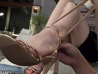 She Uses Their way Feet To Give Some Sugar To Their way Cur�
