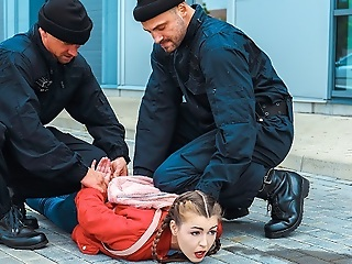 LAW4k. Sexy lady pleases two cops so they can let her go