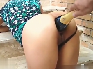 Amateur harlot fucked with a giant prosecco stifle b trap and wrecks her asshole