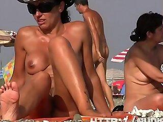 Sexy nudist  beach spy chubby pussy crotch shot