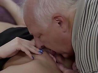 DADDY4K。精明的父亲发现借口与儿子的热门GF在一起