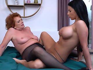 Granny teaching hot unshaded lesbian sex