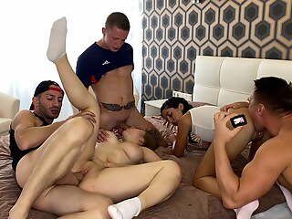 2 girlfriends seduced 3 guys, and ran come by wild fucking