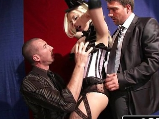 Bimbo Britney Amber Pleasing dramatize expunge Horny House waiting upon with a Live-Action Sex Show