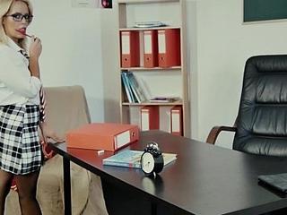 Simmering Teacher Gives A Bonking Lesson / A Professora Substiputa