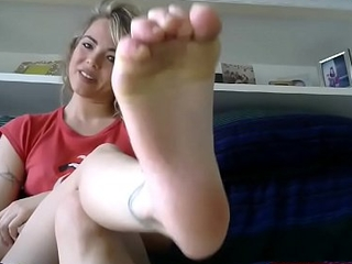 Barefoot JOI with Flaxen-haired Cam Doll